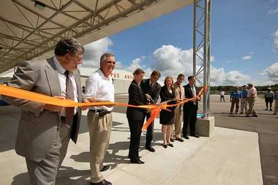 eclipse aviation celebrates opening of gainesville service center aero news network aero news network
