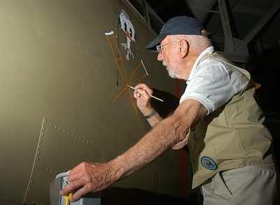 Navy Veteran, Aircraft Artist Gives B-25B A 'Nose Job' | Aero-News